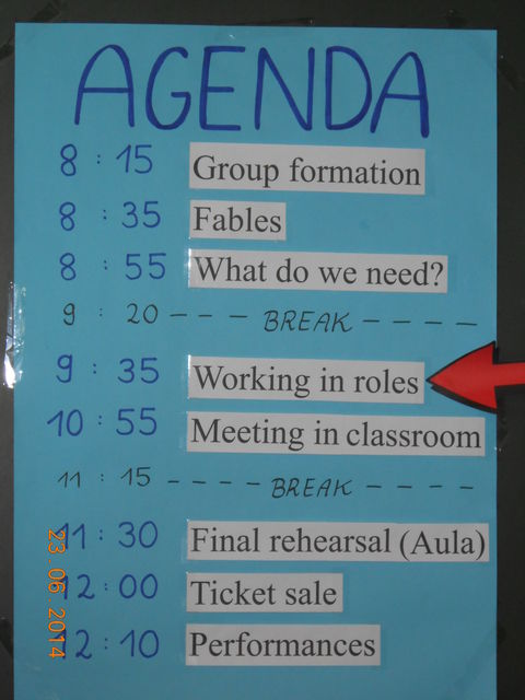 The agenda was presented on a poster.